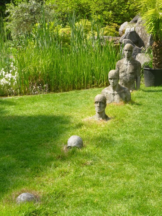 Et les hommes surgirent de la terre ... #Sculptures réalisées par Monique Donckers