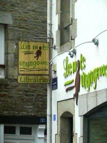 """Bookstore """"les mots voyageurs"""""""