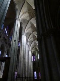 """""""Notre-Dame de Paris pourrait danser sous les arches de la cathédrale de Bourges"""""""